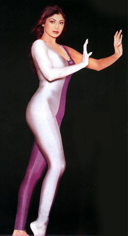 Shilpa Shetty Sexy Figure Show Wallpaper