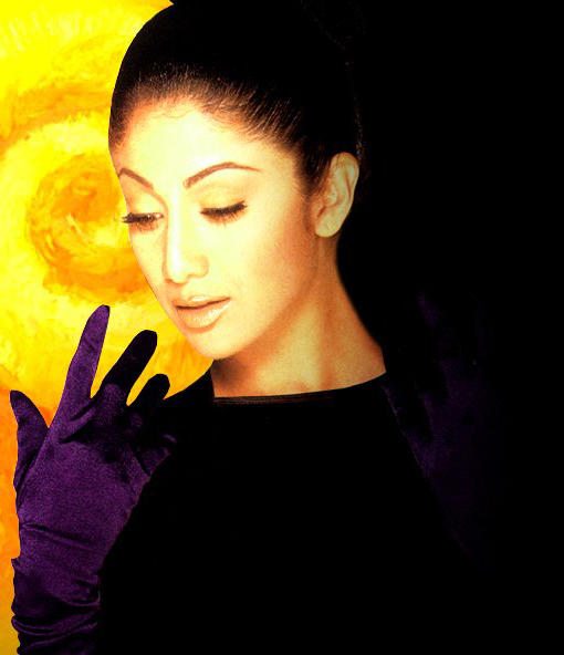 Shilpa Shetty Sizzling Gorgeous Face Look Wallpaper