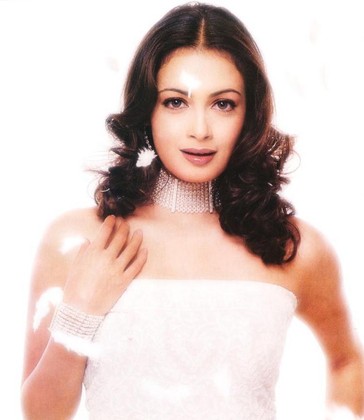 Diya Mirza Sleeveless Dress Glorious Wallpaper