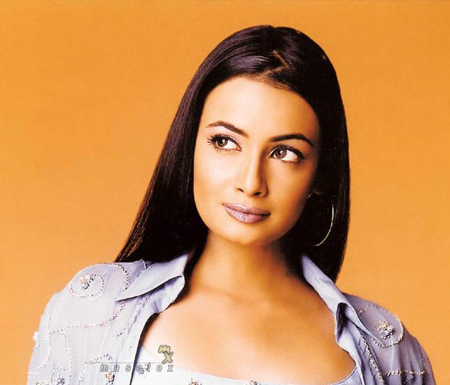 Diya Mirza Sexy Face Look Wallpaper