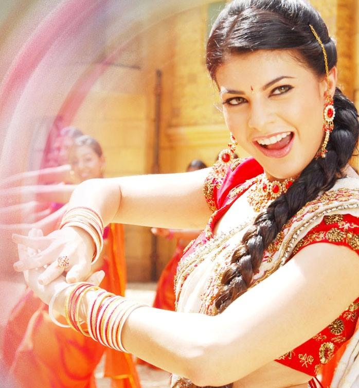 Jacqueline Fernandez Cute Indian Look Wallpaper