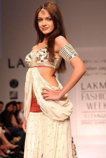 Shazahn Padamsee Walk Ramp At Lakme Fashion Week