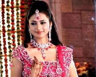 Divyanka Tripathi looking beautiful