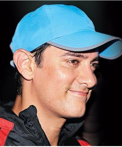 Aamir Khan Cute Smile Hat Pic