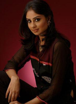 Bhanu Mehra Romantic Pose Photo Shoot