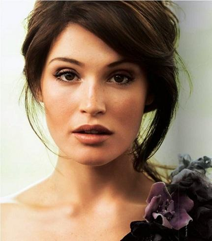 Gemma Arterton Hot Romantic Look Photo