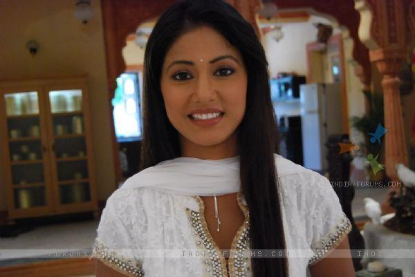 Hina Khan look hot in salwar Suit