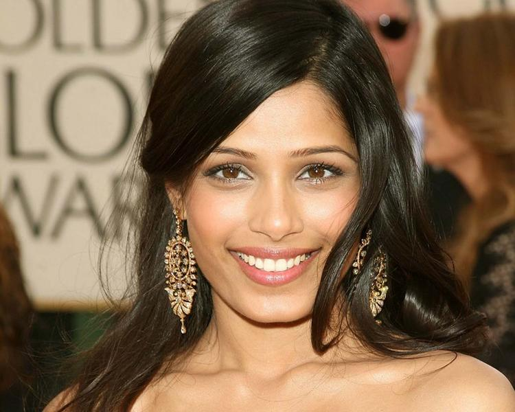 Freida Pinto Hot Face Look