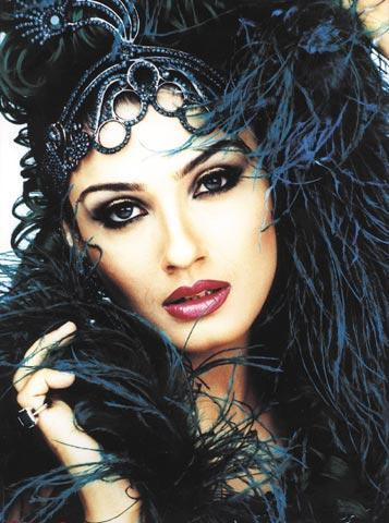 Raveena Tandon Hair Style Wallpaper