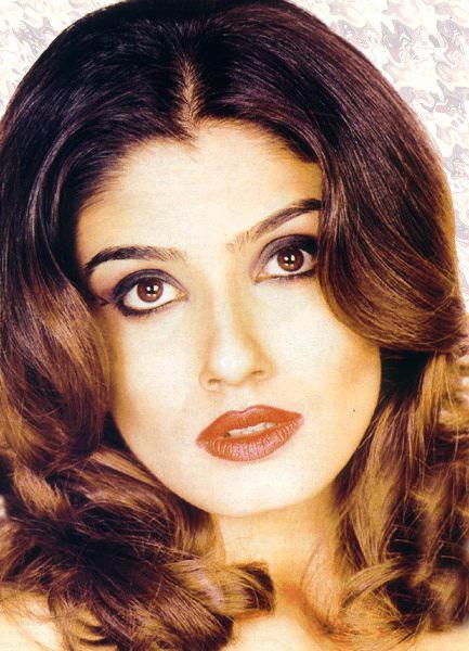 Raveena Tandon Beautiful Eyes Look Wallpaper