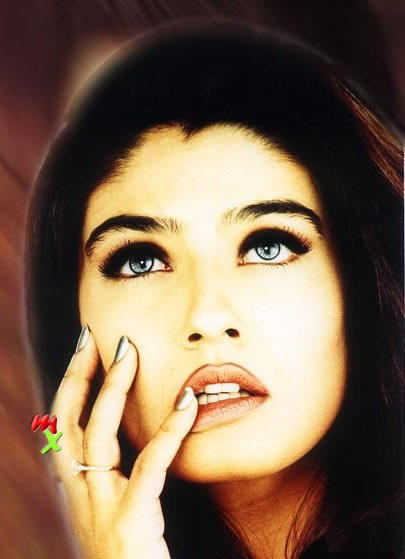 Raveena Tandon Sexy Lips and Eyes Look Wallpaper