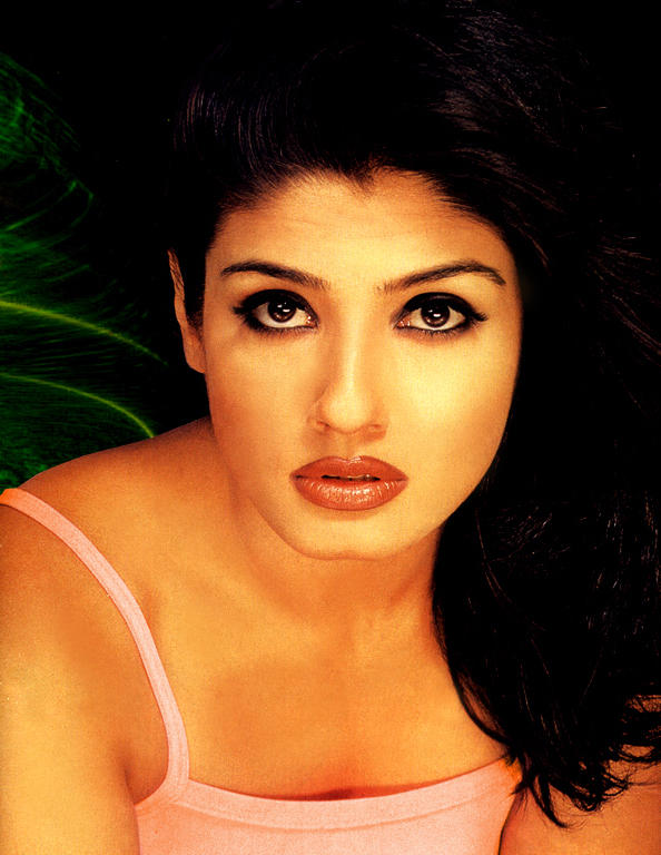 Bollywood Hot Babe Raveena Tandon Wallpaper