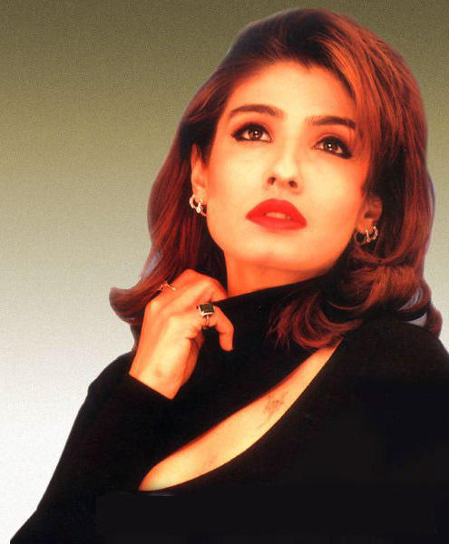Raveena Tandon Red Lips Wallpaper