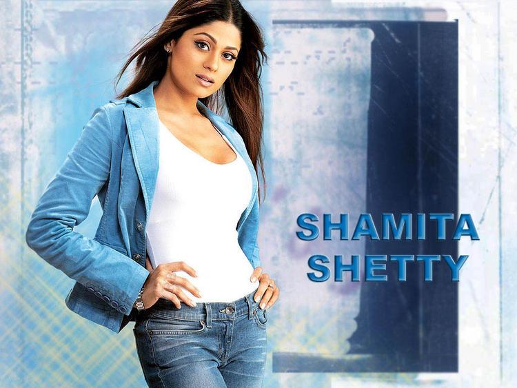Shamita Shetty Wallpaper With Romantic Look