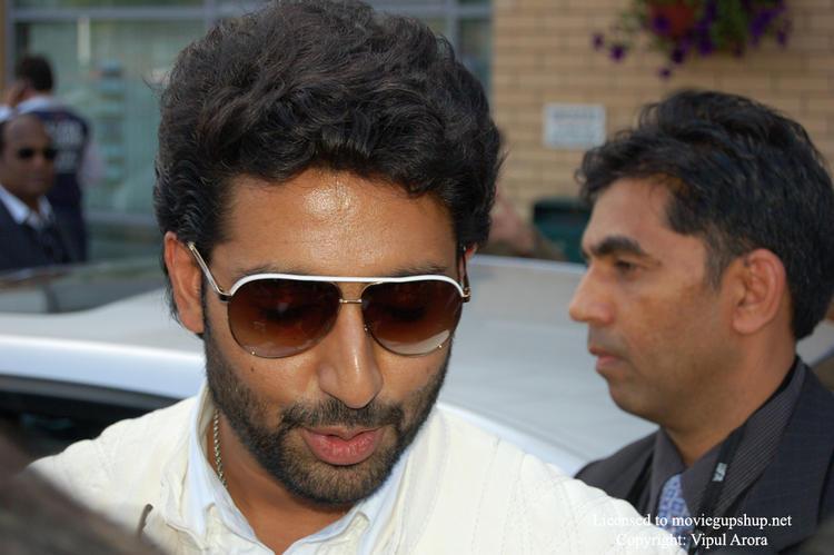 Abhishek Has a Nice Smile at IIFA