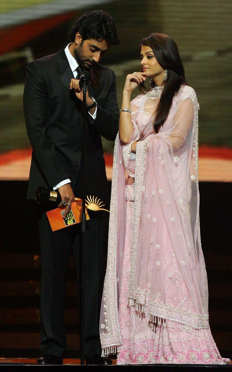 Abhishek Bachchan and Aishwarya Rai Latest Still On The Stage