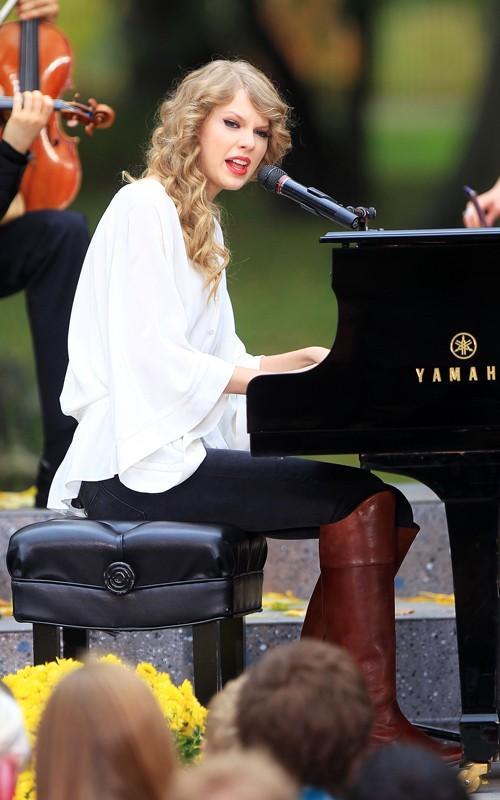 Taylor Swift Performance Still