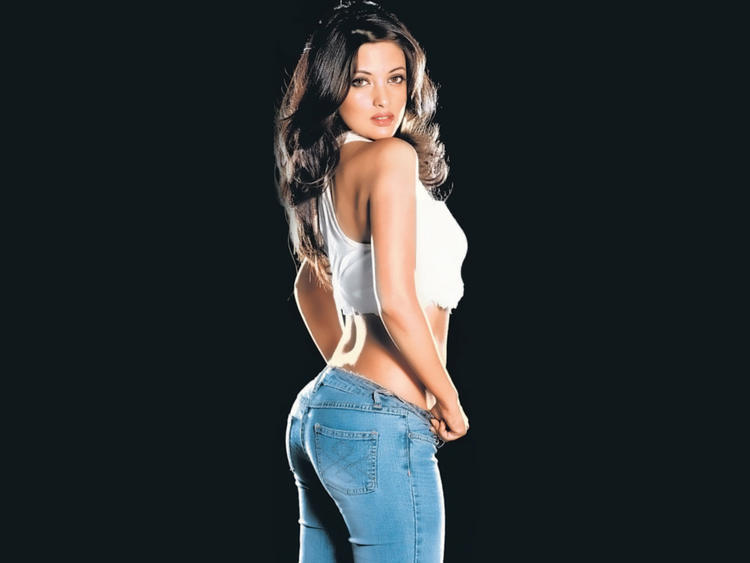 Hottest Riya Sen Wallpaper