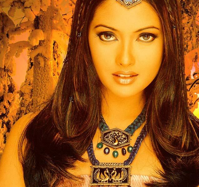 Riya Sen Latest Gorgeous Wallpaper