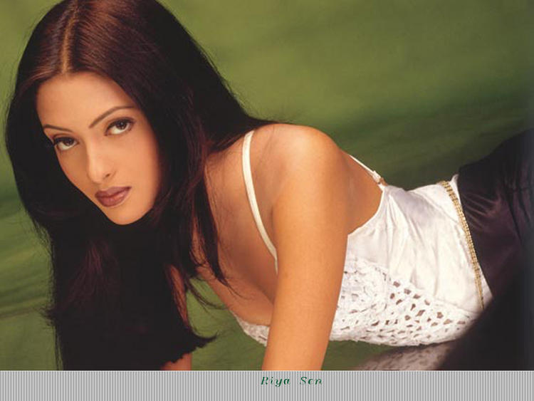 Spicy Actress Riya Sen Hot Look Wallpaper