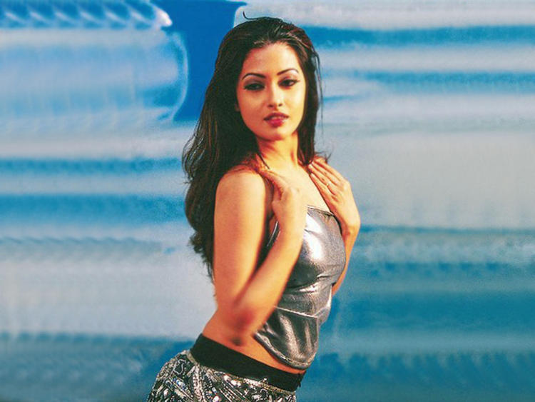 Riya Sen Hot Romantic Look Wallpaper