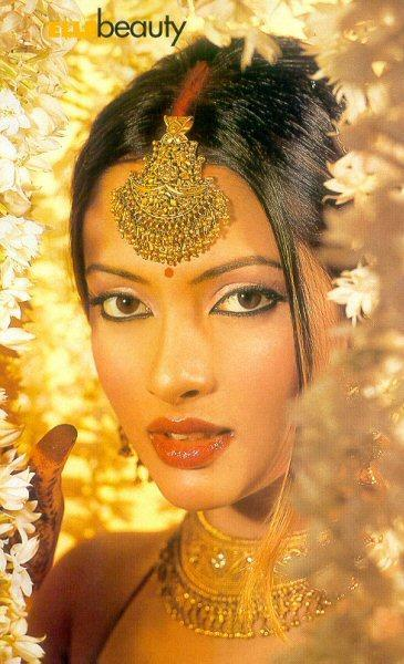 Riya Sen Indian Bridal Look Wallpaper