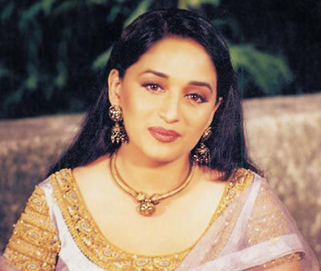 Dancing Expert Madhuri Dixit Wallpaper