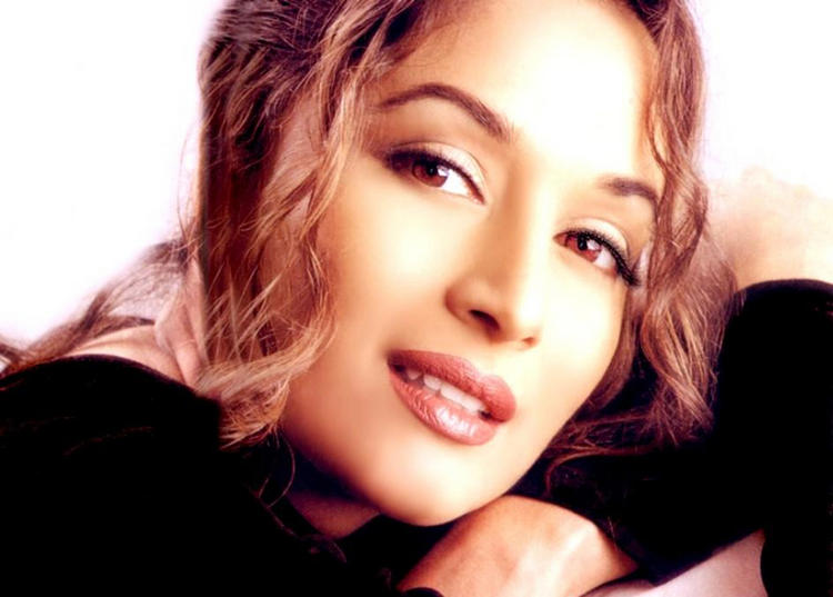 Madhuri Dixit Beautiful Sexy Eyes Wallpaper