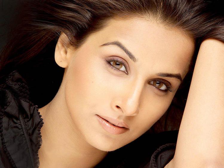 Vidya Balan Sexy Eyes Hot Wallpaper