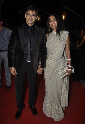 Vivek Oberoi With Priyanka Alva On Red Carpet