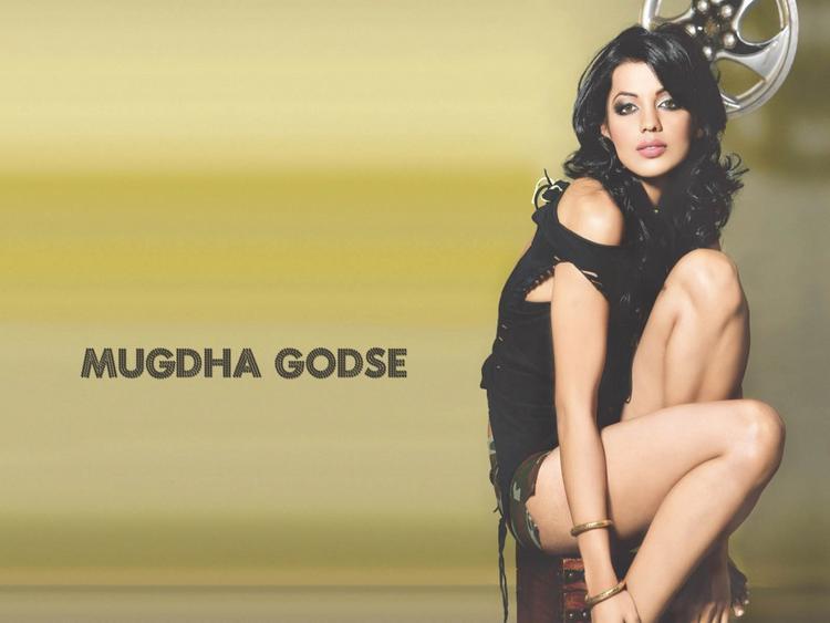 Mugdha Godse Sexy Legs Pic Photo Shoot