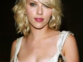 Scarlett Johansson Pink Lips Romantic Look