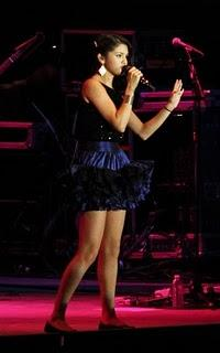 Selena Gomez Perform On The Stage