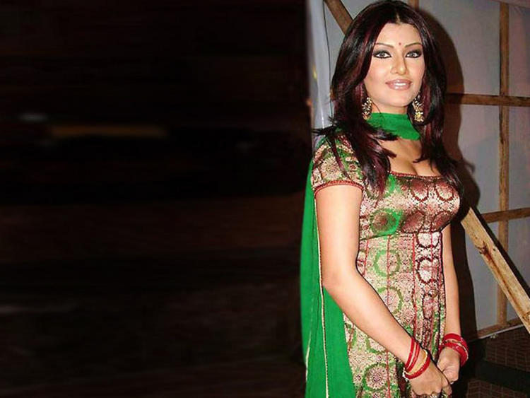 Koena Mitra look beautiful in salwar suit