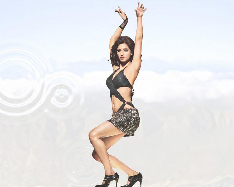 Shruti Hassan  Hot Dressing Photo Shoot