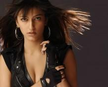 Shruti Hassan Sexy Cleavages Hot Look