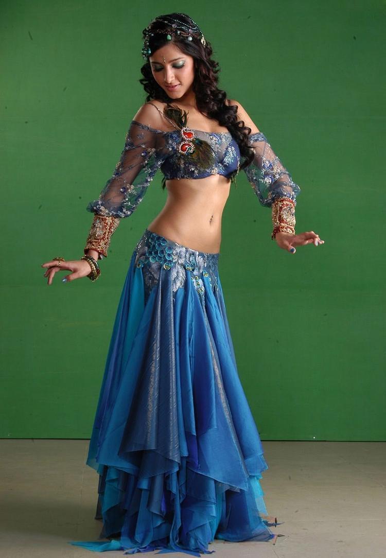 Shruti Hassan Sexy Dance Pose Photo