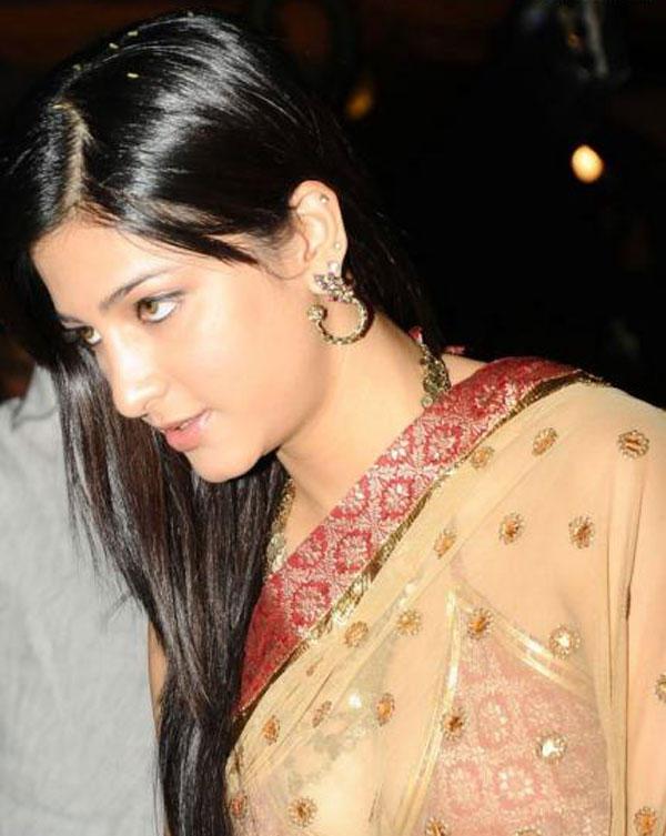 Shruti Hassan Close Up Photo