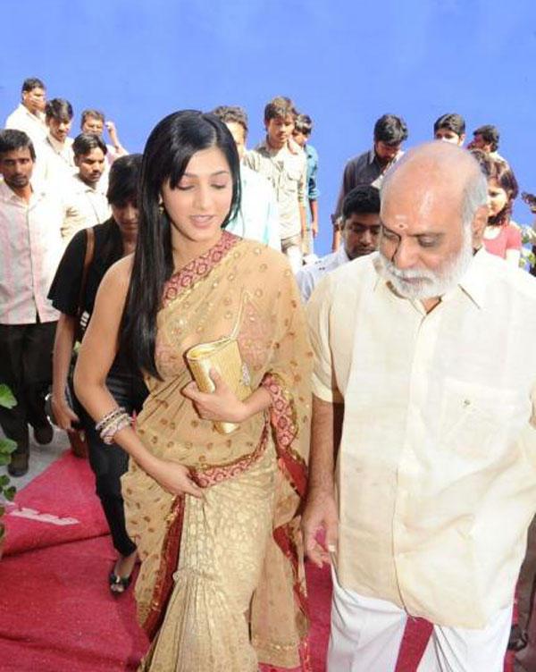 Shruti Hassan Gold Color Saree Still