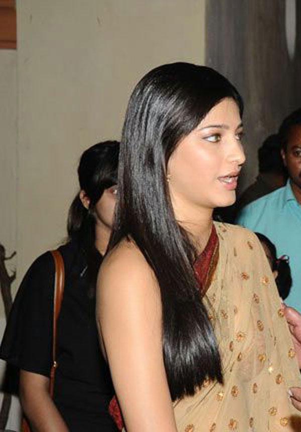 Hot Actress Shruti Hassan Side Face Photo