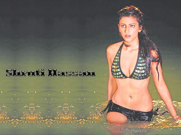 Shruti Hassan look sexy in bikini
