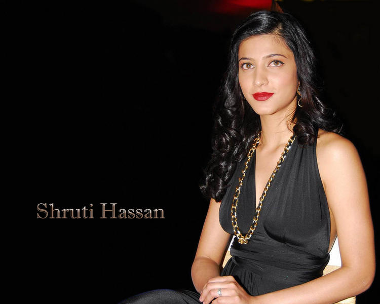 Shruti Hassan looking gorgeous