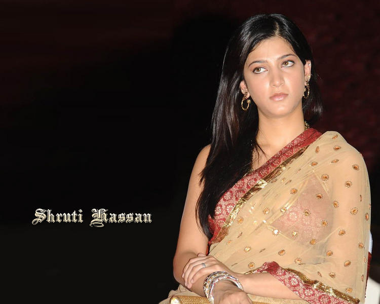 Shruti Hassan beautiful look in saree