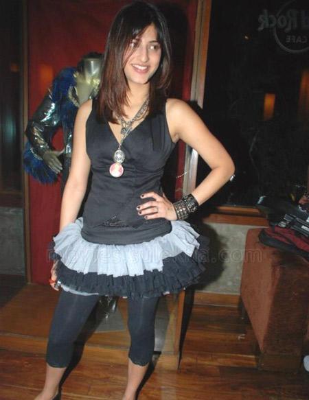 Shruti Hassan look gorgeous