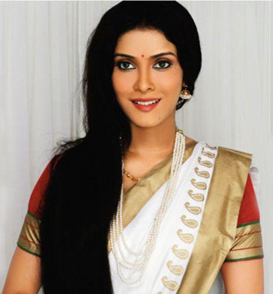 Sexy Nandana Sen in Saree