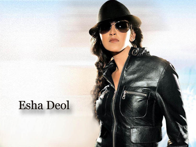 Esha Deol hot look with goggles