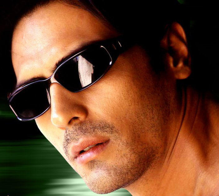 Arjun Rampal hot wearing goggles