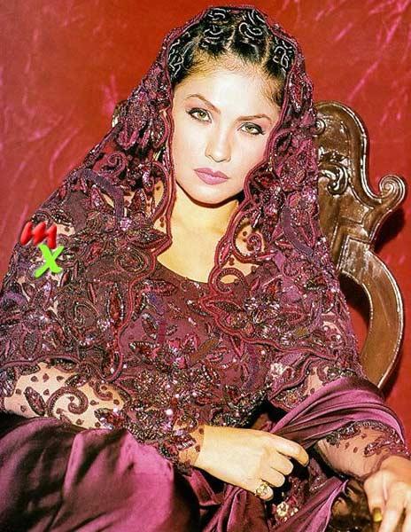 Pooja Bhatt looking beautiful