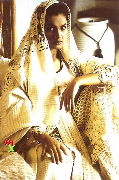 Pooja Bhatt in simple dress