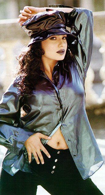 Pooja Bhatt sexy dance step